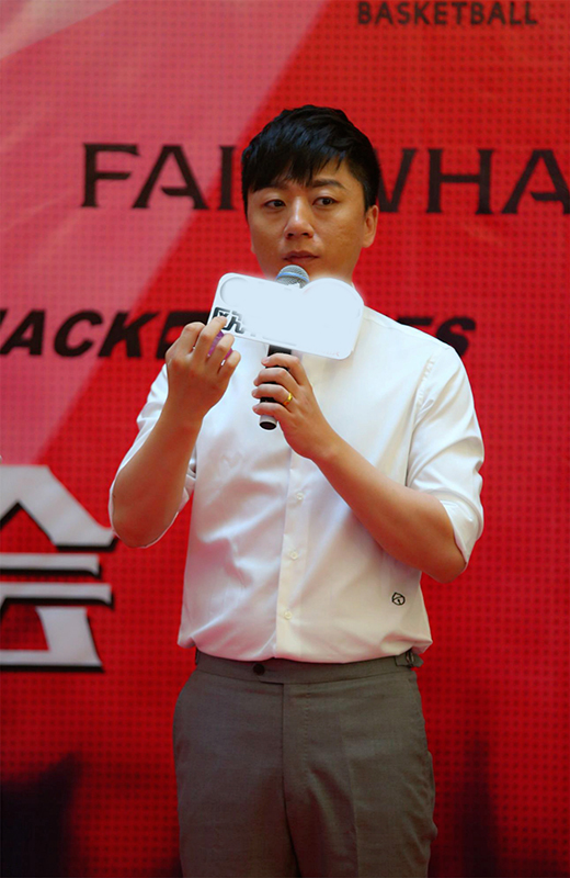 张磊回新疆办新专辑演唱会:感谢这片土地