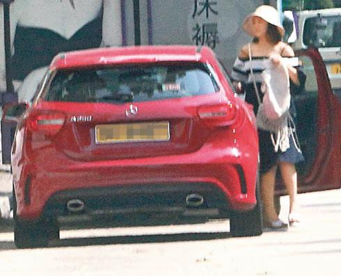 谢安琪一个人驾车去购物及去邮局。