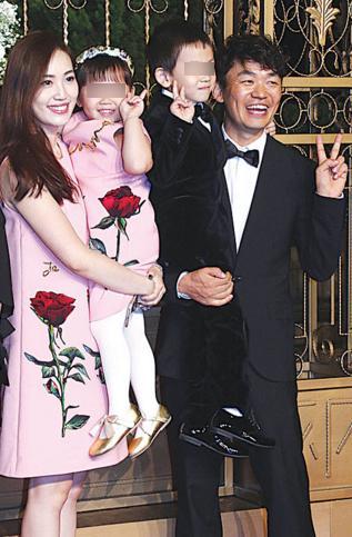 王宝强、马蓉和一对子女(资料图)