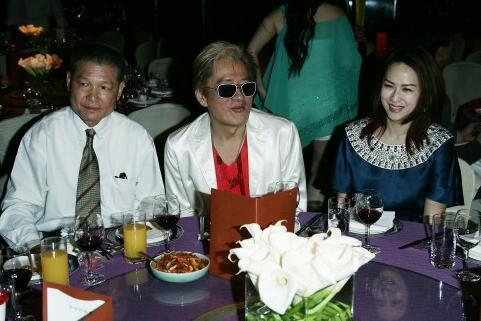 杨忠民(左一)生前与高凌风及其妻子金友庄是好友