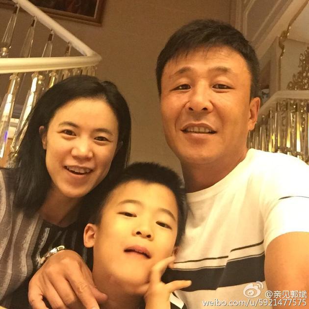 王楠夫妇为儿子庆生