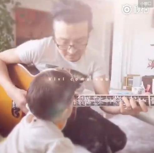 汪峰为女儿弹吉他