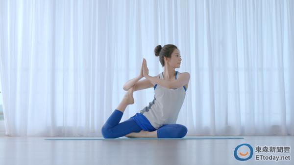 贾静雯做瑜伽