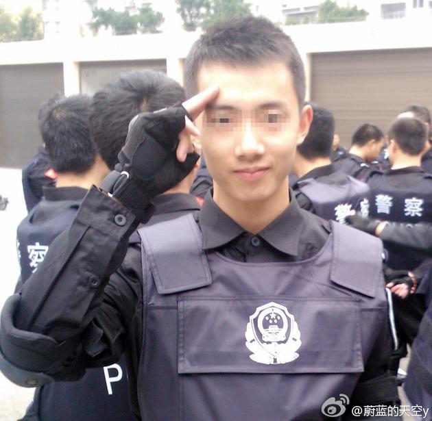 网红警察杨某