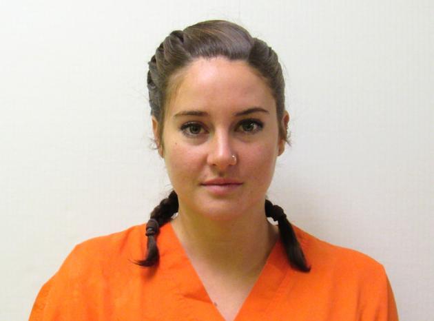 伍德蕾因两项轻罪被捕