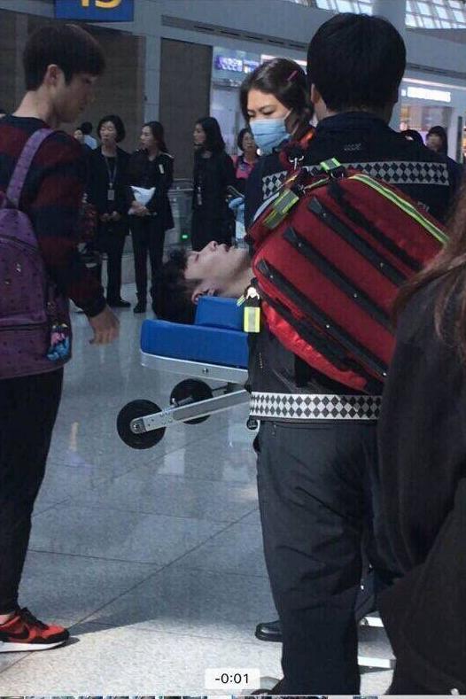 张艺兴机场晕倒