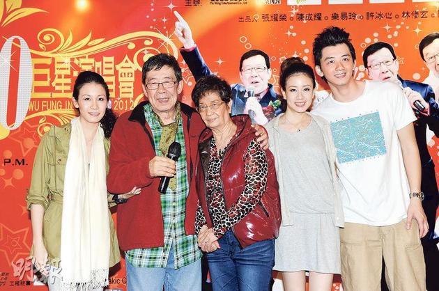 胡枫于4年前举行演唱会,他太太与三个外孙出席支持。