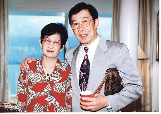 胡枫称赞他的太太最大优点是性格贤淑。