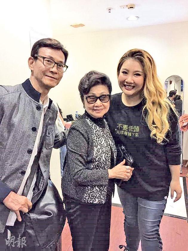 郑少秋(左)到场支持女儿郑欣宜,白雪仙(中)也是座上客。