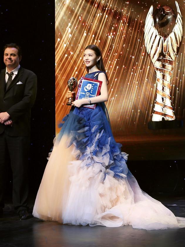 林允中美电影节再获最佳新人奖 感恩获奖 娱乐 第1张