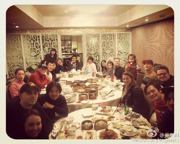 吳彥祖與馮德倫拍攝《荒原》中聚餐