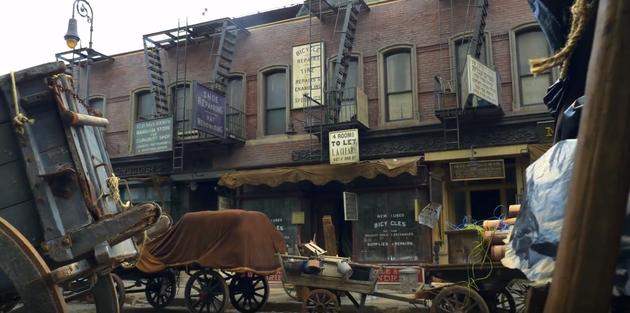 片场还原了20年代纽约民居的面貌