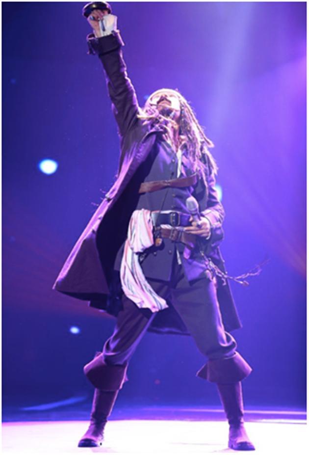 《蒙面》歌手蓝瘦海盗很香菇现场图