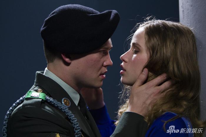 《比利-林恩的中场战事》高清展示了演员的情绪和细微动作。