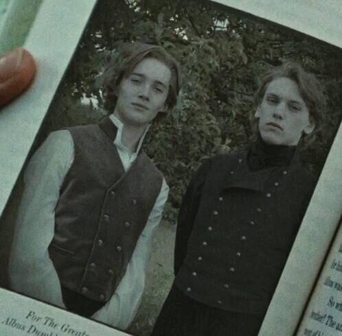 年轻的邓布利多和格林德沃