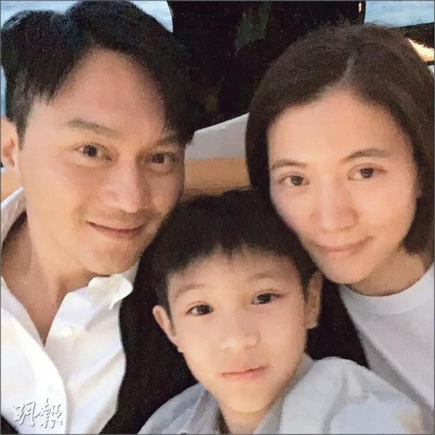 张智霖透露爆儿子魔童投诉他与老婆袁咏仪经常不在家。