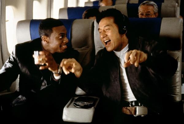 《尖峰时间》中与克里斯·塔克的组合大获成功,确立了成龙在好莱坞的地位