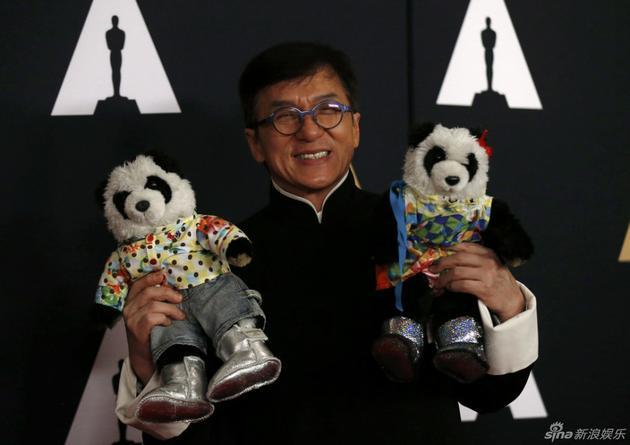 成龙与他的两只熊猫