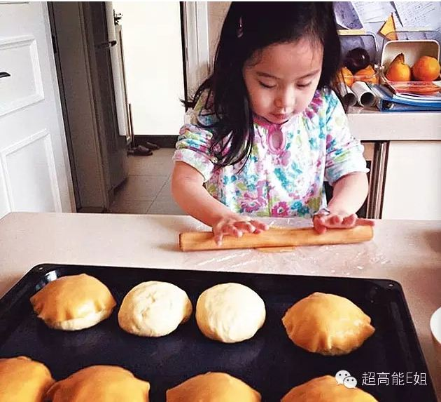 秀桦小朋友手制菠萝包