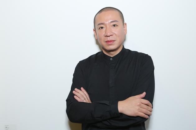 梁龙接受采访