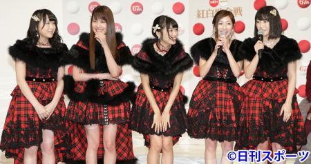 AKB48左起川本纱矢、入山杏奈、北原里英、渡边麻友、横山由衣资料图