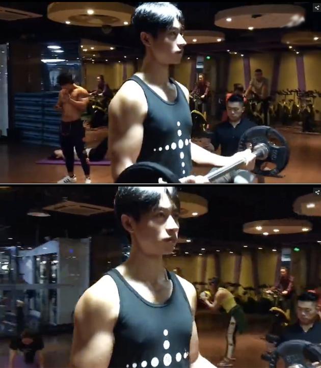 魏晨健身房玩假人挑战 秀健硕手臂肌肉