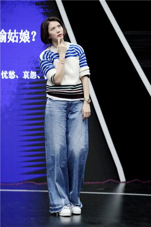 袁咏仪20年后再演学生 素颜穿校服嫩出水