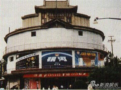 1989年改名的胜利艺术影院。
