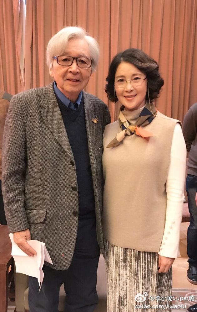 李小璐晒出妈妈与山田洋次先生的合影