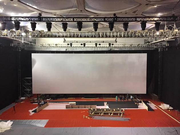 水立方IMAX临时影院挂幕成功