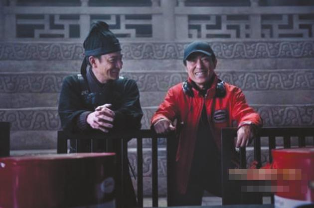 刘德华与导演张艺谋在片场