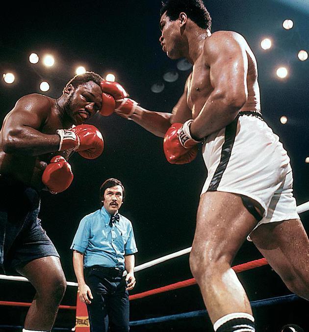 """拳王阿里和乔·弗雷泽1975年经典的""""马尼拉震撼""""拳赛"""