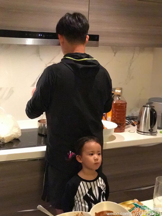 黃磊天天下廚 黃磊做既三個火鍋把小女兒引來了,香港交友討論區