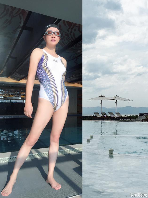 61岁刘晓庆自信展示白皙长腿