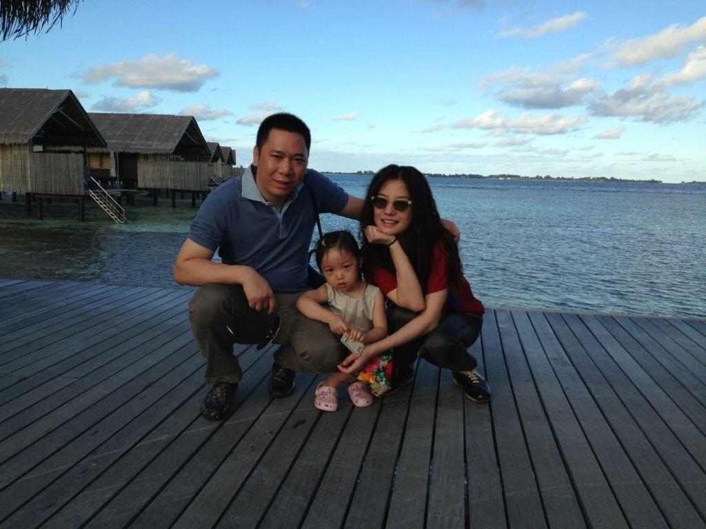 赵薇、黄有龙和女儿小四月