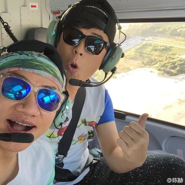 陈赫王祖蓝坐直升机照