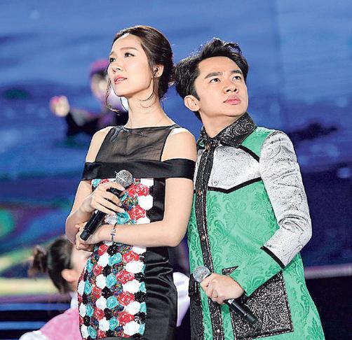 王祖蓝与老婆李亚男一起赚钱。