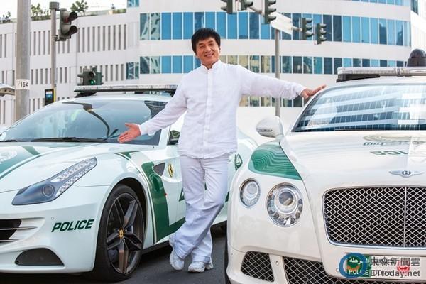 迪拜穷人开的车迪拜小姐多少钱一晚迪拜王子有多少豪车