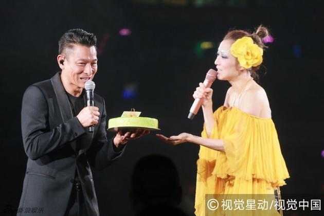郑秀文探病刘德华