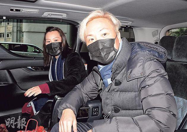 郑中基与老婆余思敏前往养和医院探望刘德华