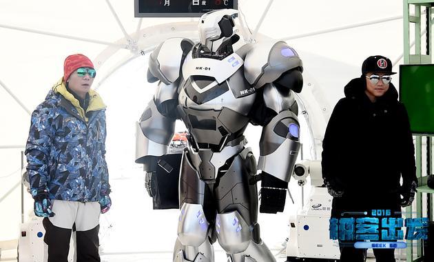 高博、机器人K叔与苏醒的合影