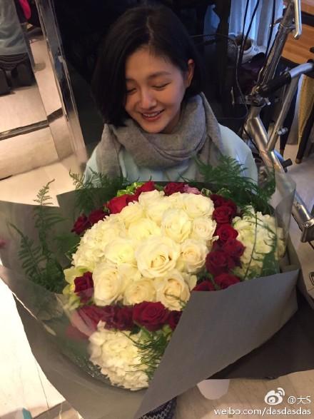 大S情人节收红白玫瑰