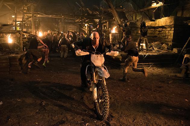 范·迪塞尔飙摩托车
