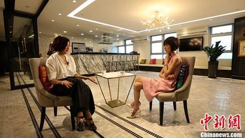 鲁豫飞赴香港,采访一代女神关之琳