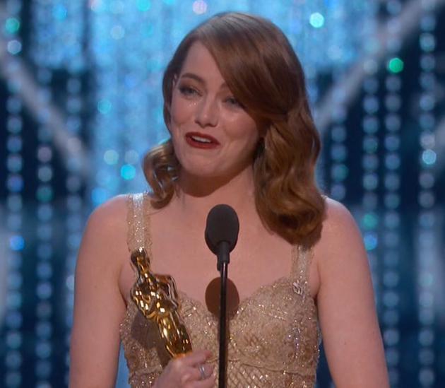 艾玛·斯通凭借《爱乐之城》获奥斯卡影后