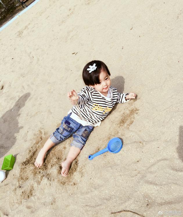 咘咘沙滩侧躺变小美人鱼