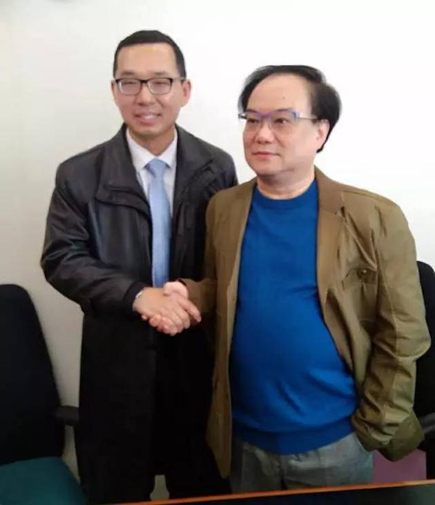 王国华律师(左)与温瑞安先生(右)合影