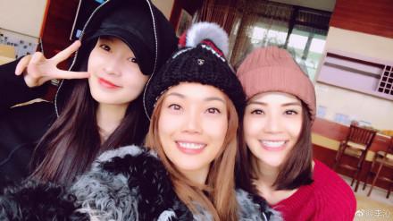 容祖儿、李沁、蔡卓妍笑容甜美。