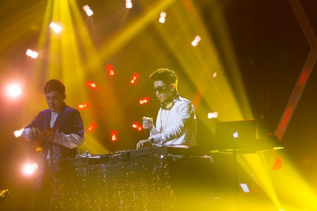 王绎龙表演DJ秀