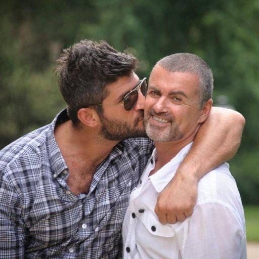 迈克尔(右)与男友法瓦兹